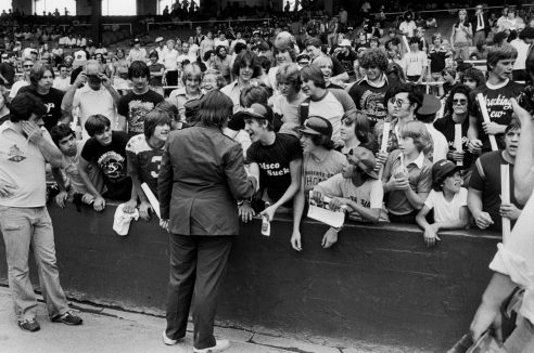 Dahl signs autographs before the first game of the scheduled double-header. Photo by Paul Natkin.
